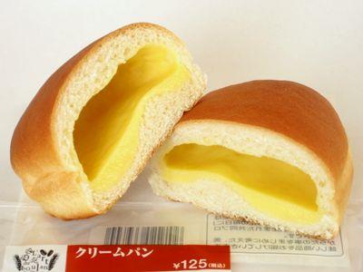 ファミリーマート--クリームパン~こだわりパン工房・敷島製~。