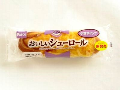 Pasco--おいしいシューロール 小倉&ホイップ。