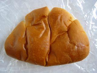 クリームパン。