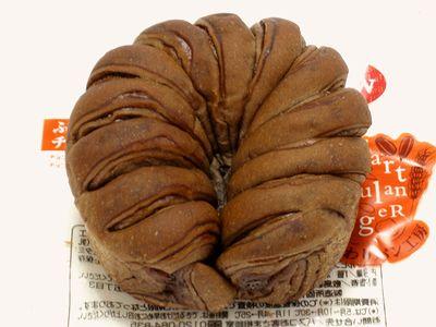 ファミリーマート--ふわもちっとチョコ~こだわりパン工房・敷島製~。