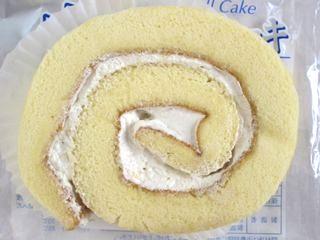 ヤマザキ--白のロールケーキ。