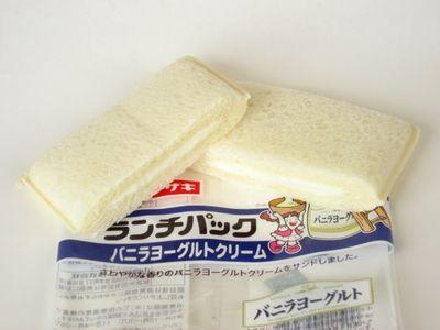 ヤマザキ--ランチパック バニラヨーグルトクリーム。