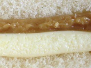 ファミリーマート--メープルマーガリンサンド(こだわりパン工房)。