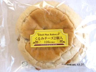 サークルKサンクス--くるみチーズ2個入 Deli Plus Bakery(Pasco)。
