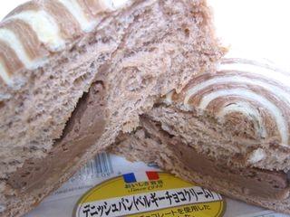 ヤマサキ--デニッシュパン(ベルギーチョコクリーム)おいしさ宣言。