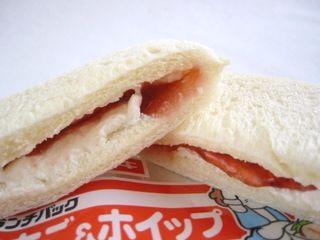 ヤマサキ--いちご&ホイップ(ランチパック)。
