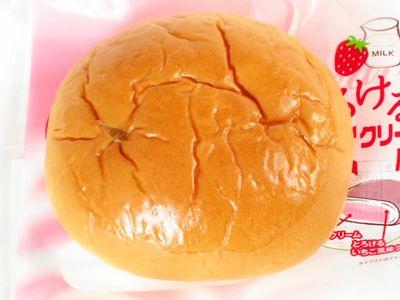 神戸屋--いちご好きのとろけるいちごみるくクリームパン。