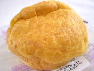 ヤマザキ--シュークリーム風パン 小倉&ホイップ。