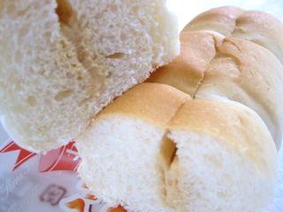 フジパン--セミフランス つぶつぶピーナツ。