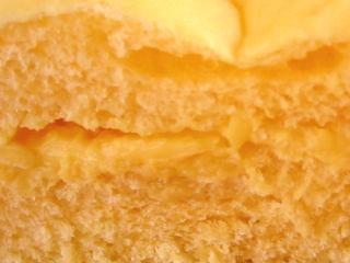 ファミリーマート--チロルチョコパン--マンゴーチョコ(伊藤製パン)。