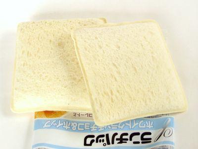 ヤマザキ--ランチパック ホワイトクランチチョコ&ホイップ。