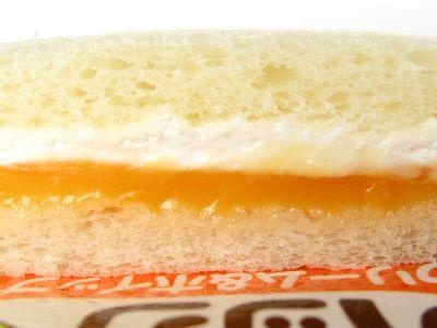 ヤマザキ--ランチパック 夕張メロンクリーム&ホイップ。