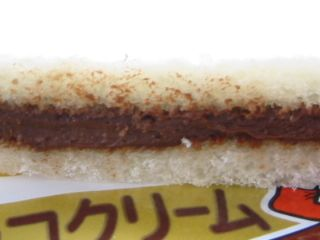 ヤマザキ--ランチパック ムースチョコクリーム。