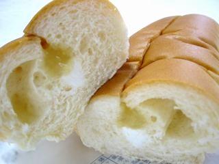 フジパン--バナナ&ミルク(季節のサンドロール)。