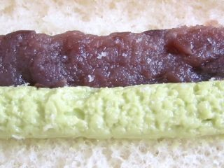 のっぽパン--抹茶&小倉(静岡県内ローソン限定)。