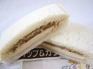 ヤマザキ--ランチパック モカホイップ&カラメルラテ。
