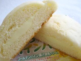 ヤマザキ--しっとりパイン。