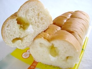 フジパン--レモン&ミルク(季節のサンドロール)。
