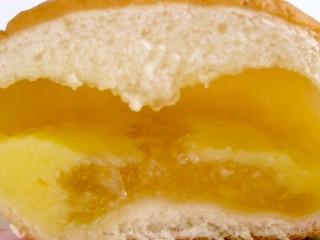 ヤマザキ--白桃ジャム&カスタード。