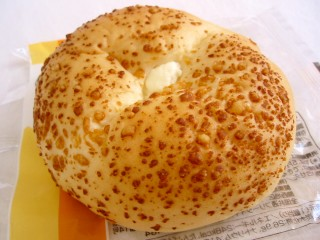 ファミリーマート--やわらかチーズ(こだわりパン工房・神戸屋)。