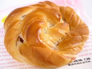 サークルKサンクス--しっとりイチゴ(敷島製パン)。
