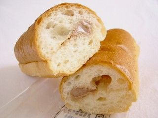 ファミリーマート--ソフトフランス(キャラメルフレーク)(こだわりパン工房・山崎製パン)。