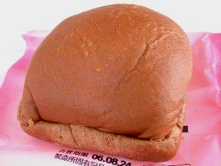ファミリーマート--LOOK ストロベリー&チョコ(伊藤製パン)。