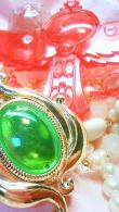 神風怪盗ジャンヌのロザリオと赤ずきんチャチャ・マジカルプリンセスのブローチ(食玩)