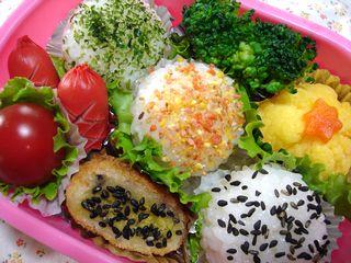 3色♪丸おにぎりのお弁当