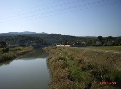 宇佐への道川