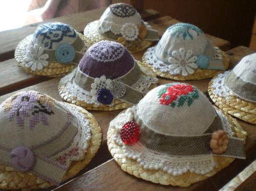 麦わら帽子のブローチ1