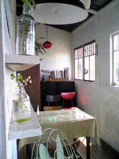川辺の茶屋1