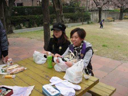 中の池公園-昼食4