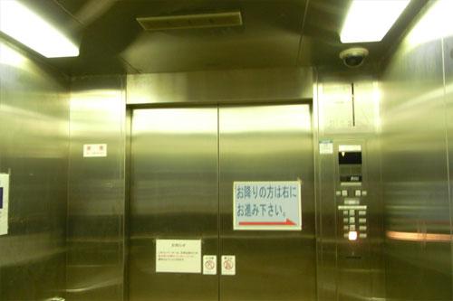 7/13宮ヶ瀬ダムのエレベーター1