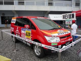 デリカD:5 ダカールラリーサポートカー(2007 レプリカ)
