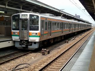 中央本線の211系