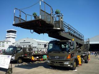 航空機用梯子式高所作業車