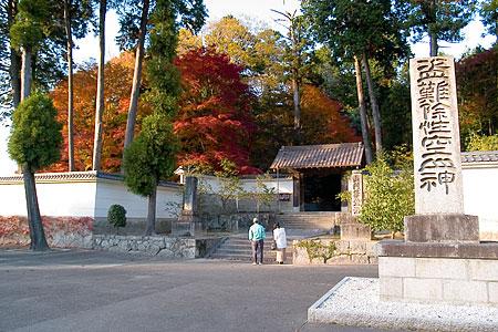 雲興寺入り口前