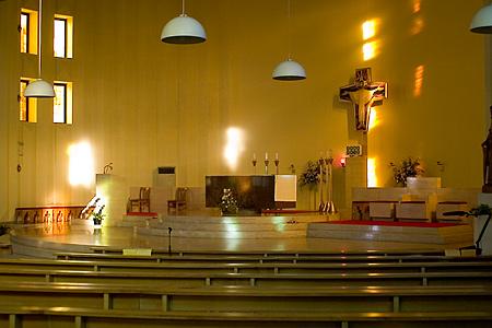 南山教会の内部