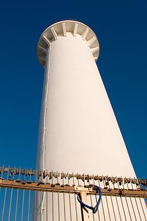 野間灯台と南京錠