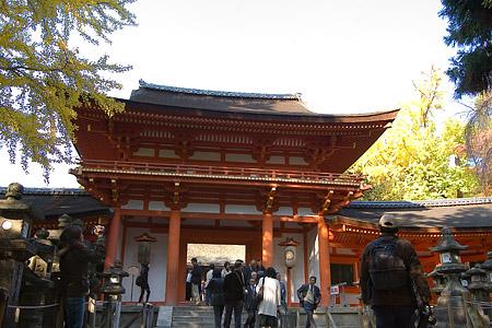 朱塗りの楼門