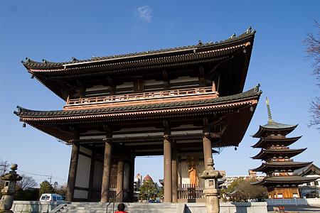 山門と五重塔