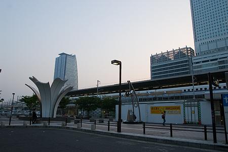 朝の名古屋駅-2