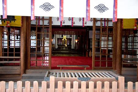 知立神社拝殿内