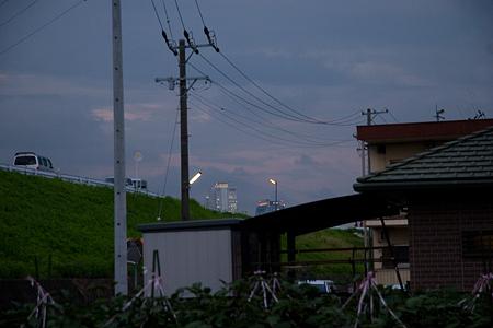 日暮れどきの名駅ビル群を望む