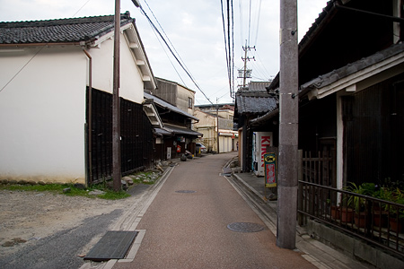 狭い通りの風景