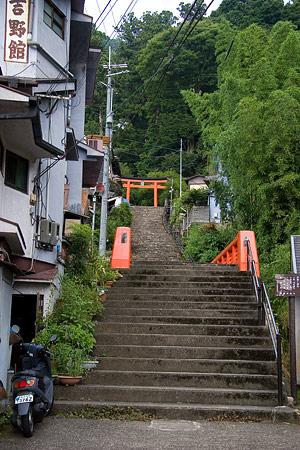 輿喜天満神社入り口石段