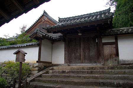 長谷寺堂と門
