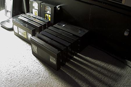床のビデオテープ