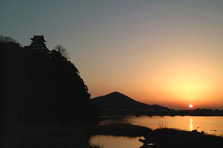 夕焼け犬山城